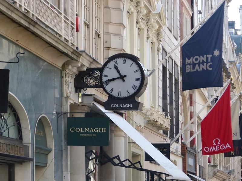 Reçu un beau diapo....Les horloges et pendules des rues..... - Page 43 P1010512