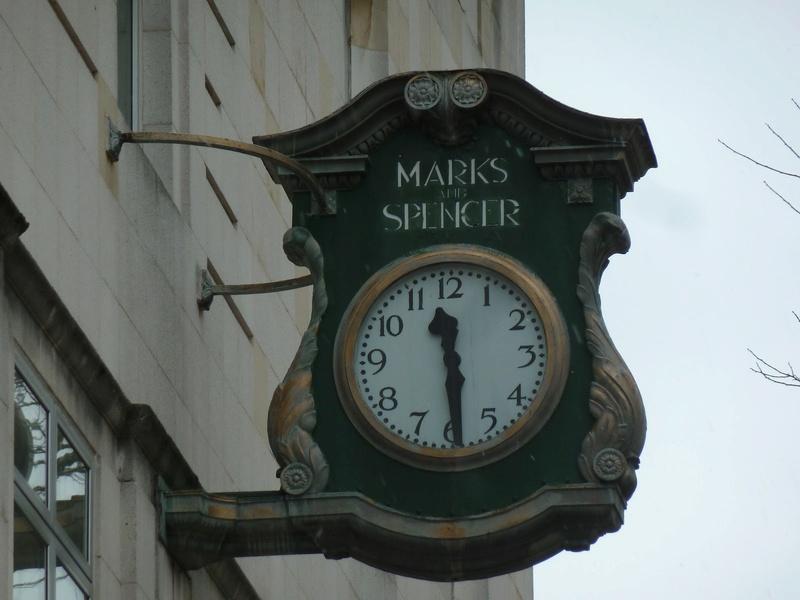Reçu un beau diapo....Les horloges et pendules des rues..... - Page 42 P1050810
