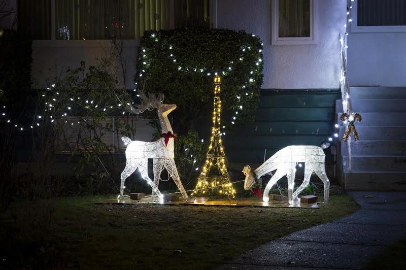 Les illuminations de Noël pour les fêtes 2.015   2.016 ! - Page 13 Trinit10