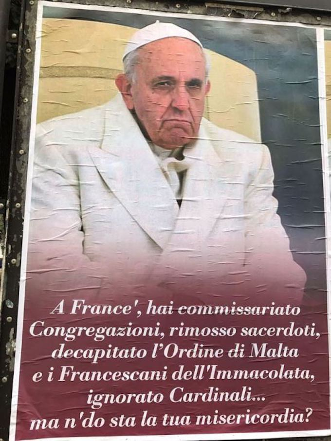 Rome : campagne d'affiches contre le Pape 550x7310
