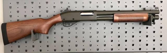 Remington à pompe custom de type S.B.S. (Short, Barrel, Shotgun) 870-ct10