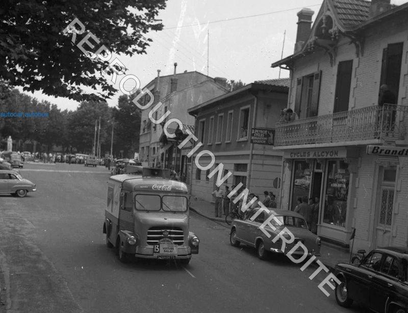 2015 > NOUVEAU > Hachette Collections + AUTO PLUS > La fabuleuse histoire des véhicules publicitaires - Page 6 Hy_aou10