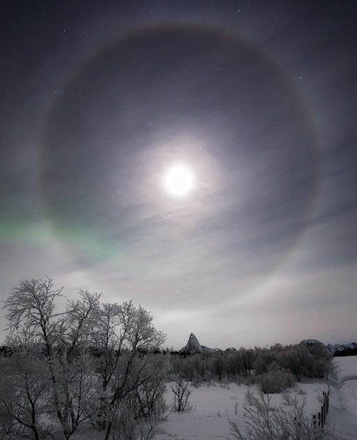 ESTAR ALERTA PARA LA LUNA HALO: La Luna creciente es completa y el hielo está en el aire. Haykon10