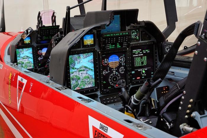 Un petit suisse remplace l'Alphajet Pc21-a11