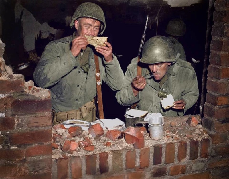 Les Images de la Seconde Guerre Mondiale - Page 17 13880210