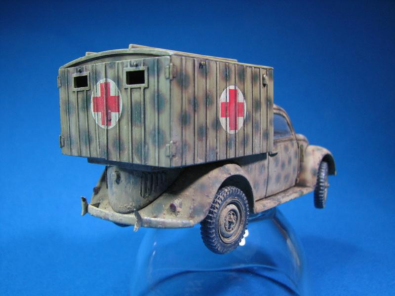 Coccinelle ambulance CMK  , figurines et photodécoupe  - 1/35 - Page 2 Img_5012
