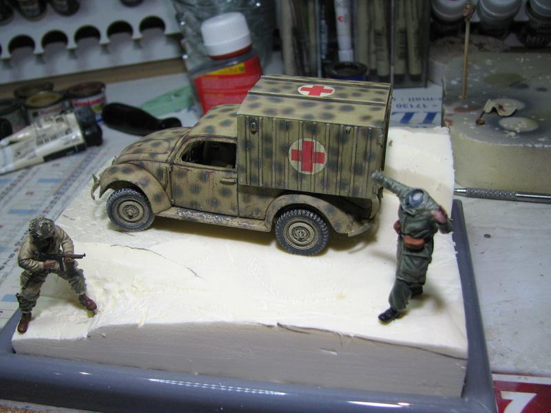 Coccinelle ambulance CMK  , figurines et photodécoupe  - 1/35 - Page 2 Img_5130