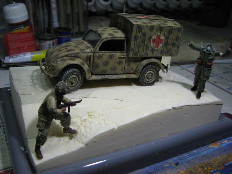 Coccinelle ambulance CMK  , figurines et photodécoupe  - 1/35 - Page 2 Img_5131