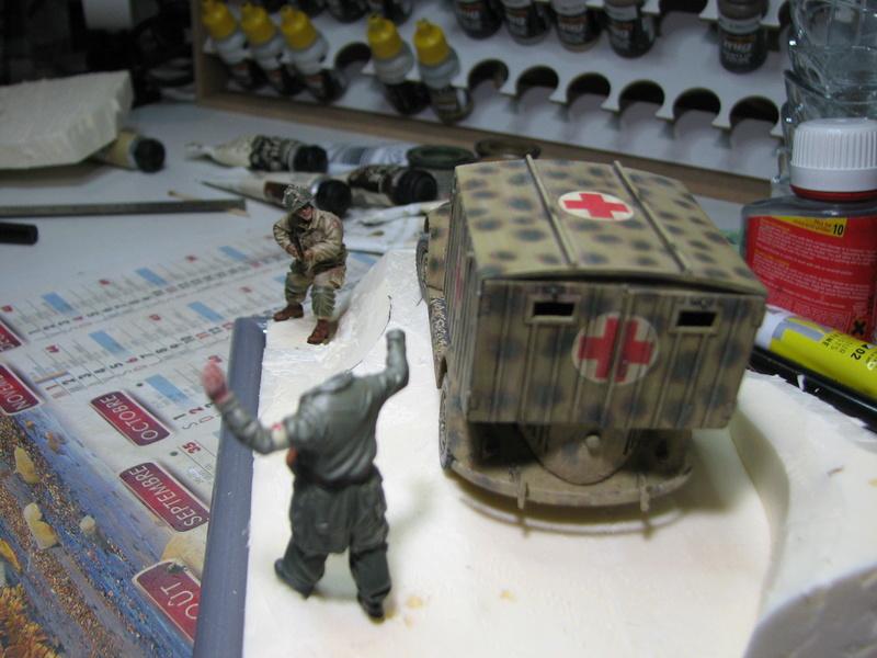 Coccinelle ambulance CMK  , figurines et photodécoupe  - 1/35 - Page 2 Img_5132