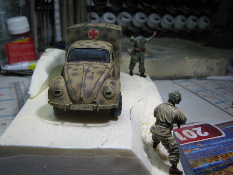 Coccinelle ambulance CMK  , figurines et photodécoupe  - 1/35 - Page 2 Img_5134