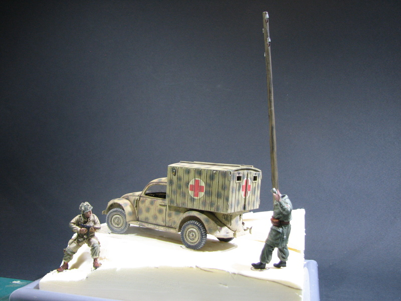 Coccinelle ambulance CMK  , figurines et photodécoupe  - 1/35 - Page 2 Img_5138