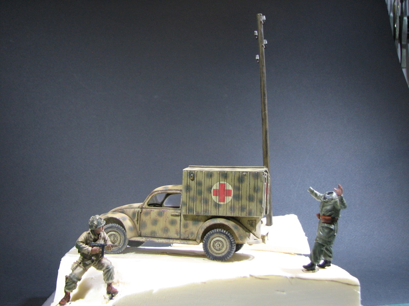 Coccinelle ambulance CMK  , figurines et photodécoupe  - 1/35 - Page 2 Img_5139