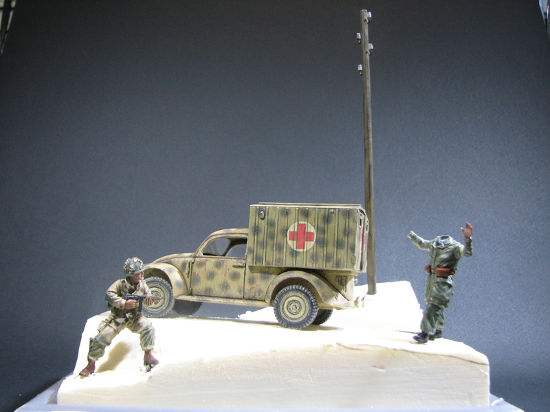 Coccinelle ambulance CMK  , figurines et photodécoupe  - 1/35 - Page 2 Img_5140