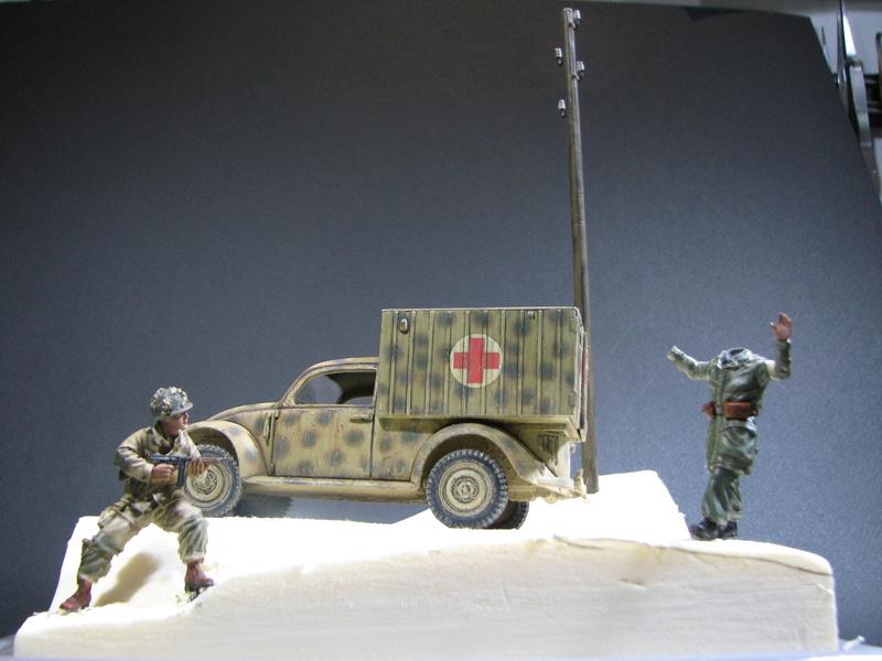 Coccinelle ambulance CMK  , figurines et photodécoupe  - 1/35 - Page 2 Img_5142