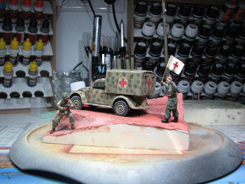 Coccinelle ambulance CMK  , figurines et photodécoupe  - 1/35 - Page 2 Img_5150