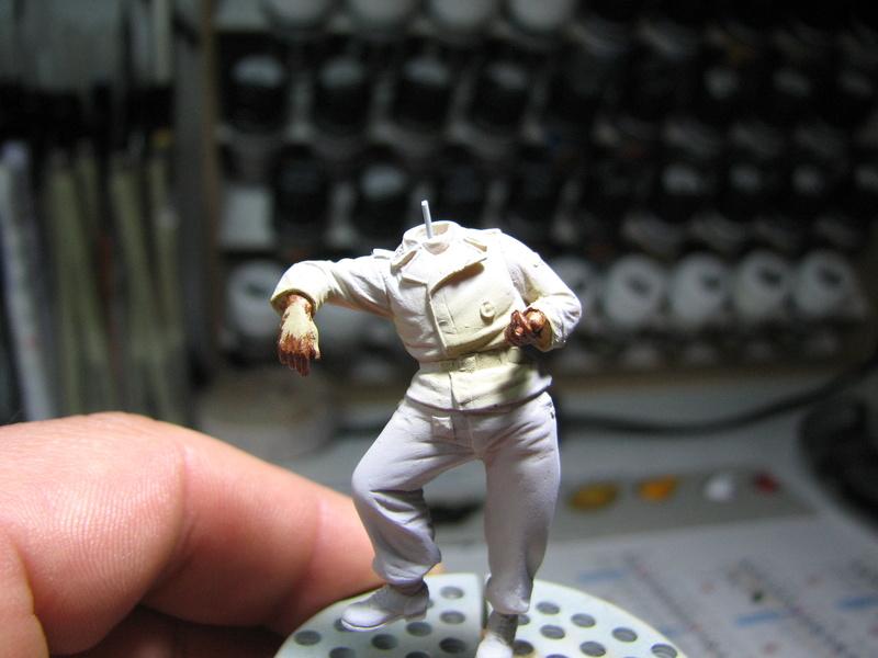 king tiger tamiya + chenilles fruill + photdecoupe eduard + figurine royal model Img_5235