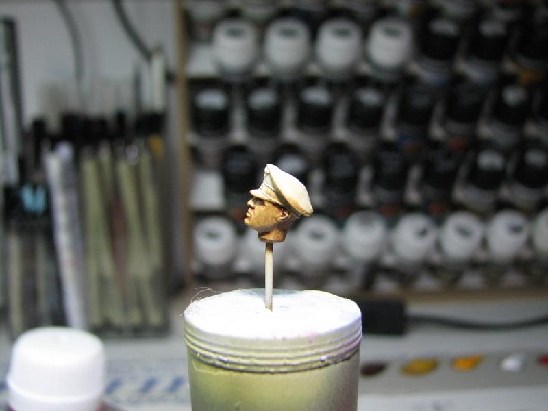 king tiger tamiya + chenilles fruill + photdecoupe eduard + figurine royal model Img_5236