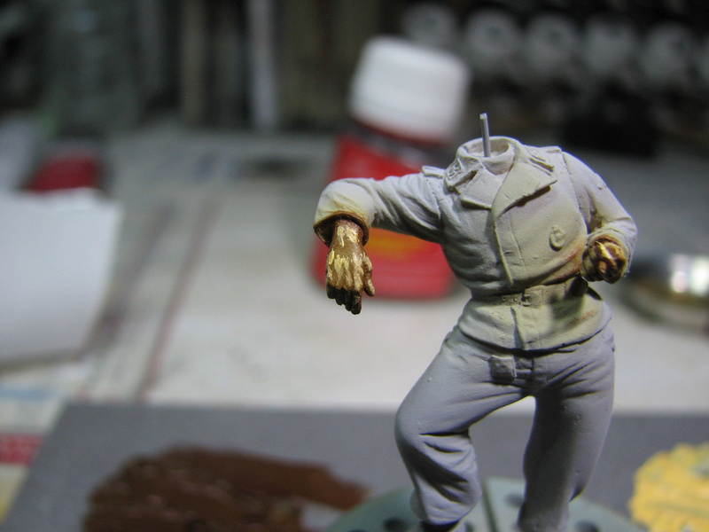 king tiger tamiya + chenilles fruill + photdecoupe eduard + figurine royal model Img_5245
