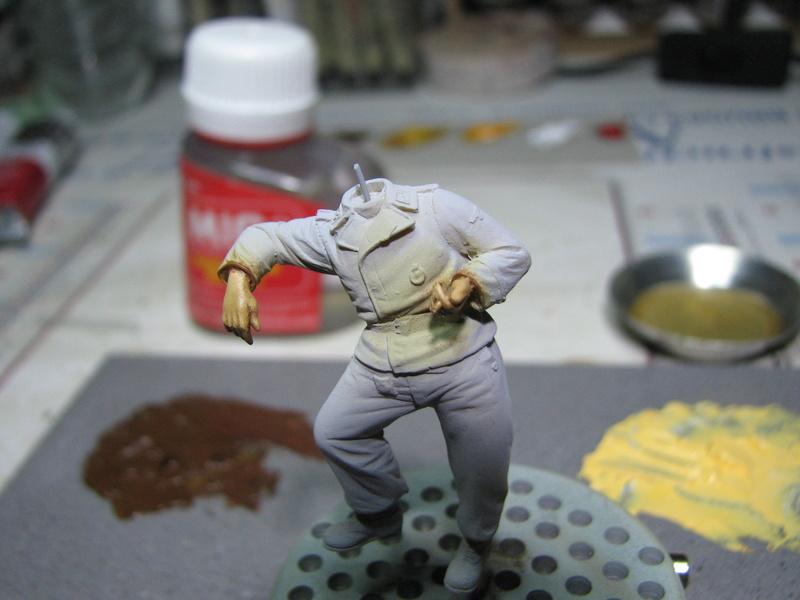king tiger tamiya + chenilles fruill + photdecoupe eduard + figurine royal model Img_5264