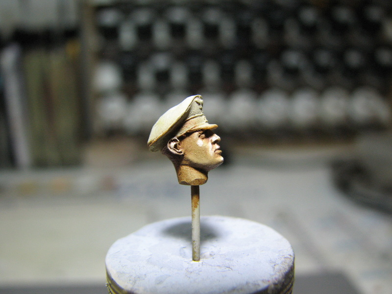 king tiger tamiya + chenilles fruill + photdecoupe eduard + figurine royal model Img_5270
