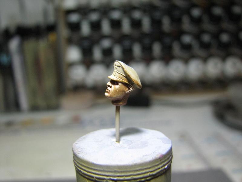 king tiger tamiya + chenilles fruill + photdecoupe eduard + figurine royal model Img_5271