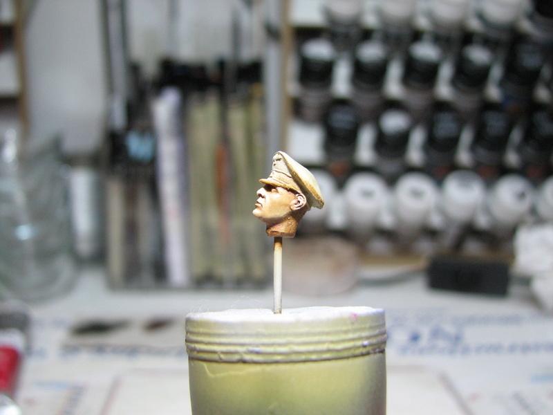 king tiger tamiya + chenilles fruill + photdecoupe eduard + figurine royal model Img_5275