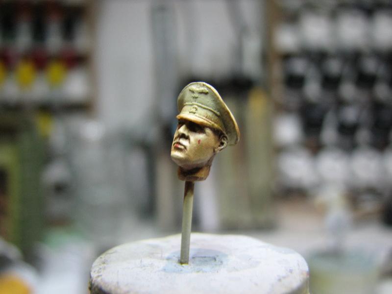 king tiger tamiya + chenilles fruill + photdecoupe eduard + figurine royal model Img_5278