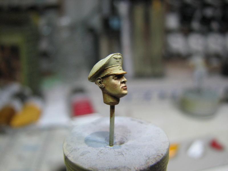 king tiger tamiya + chenilles fruill + photdecoupe eduard + figurine royal model Img_5283
