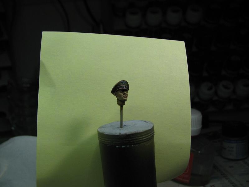 king tiger tamiya + chenilles fruill + photdecoupe eduard + figurine royal model Img_5285
