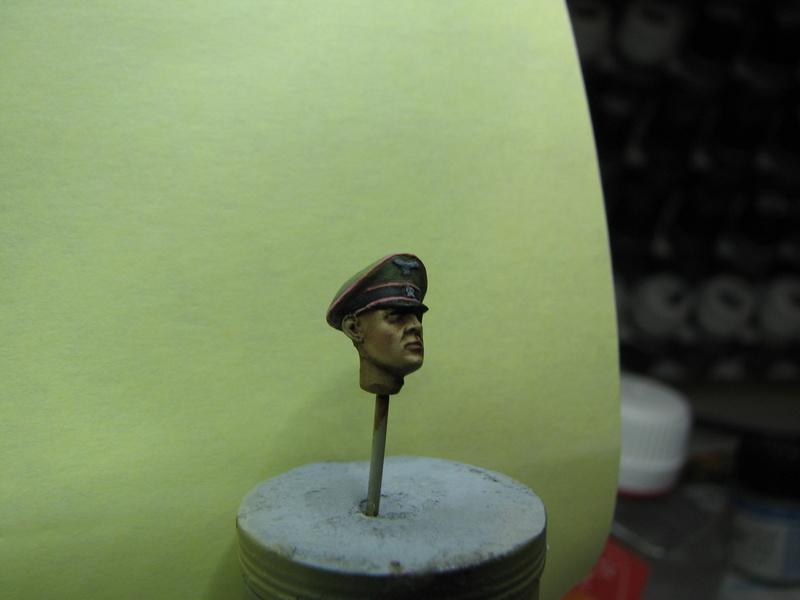 king tiger tamiya + chenilles fruill + photdecoupe eduard + figurine royal model Img_5286