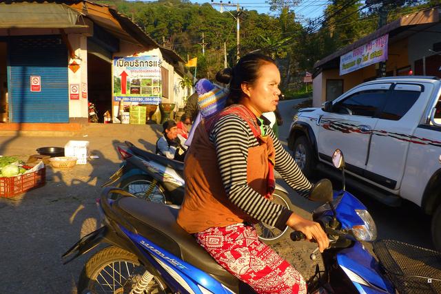 De Mae Salong à Santi Suk P1130510