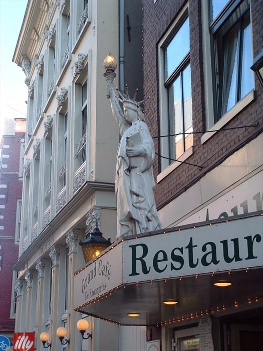 Des statues amusantes ! - Page 6 Repliq10