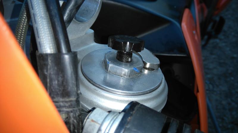 petit tutos reparation d'une fuites des vis de reglage cote guidon fourche wp Dsc_0021