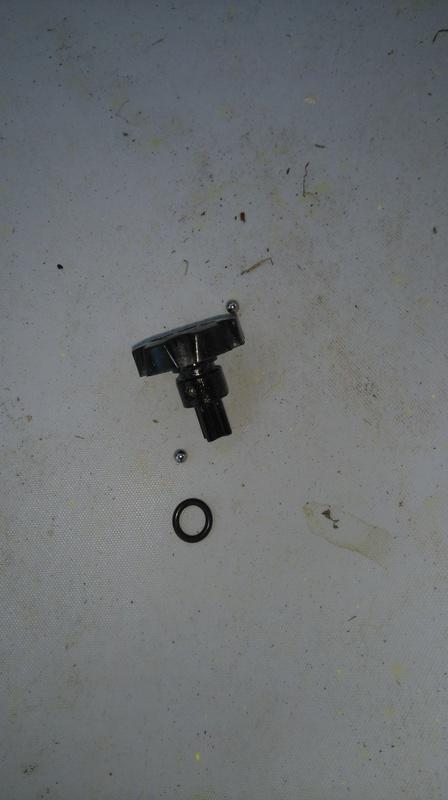 petit tutos reparation d'une fuites des vis de reglage cote guidon fourche wp Dsc_0022