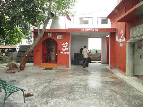 DDA Threatens Scavenger (Bhangi/Valmiki) Dalit Caste to Grab Their 100 Years Old Valmiki Temple - by Nikhil Sablania 110