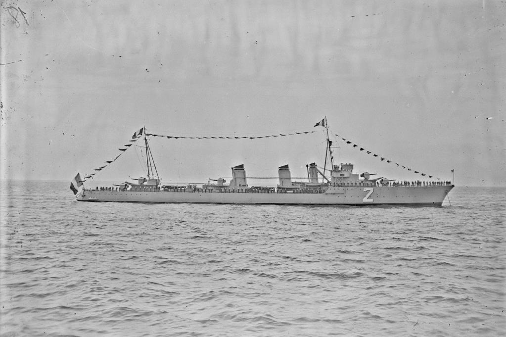 Le contre-torpilleur Chacal 19280713