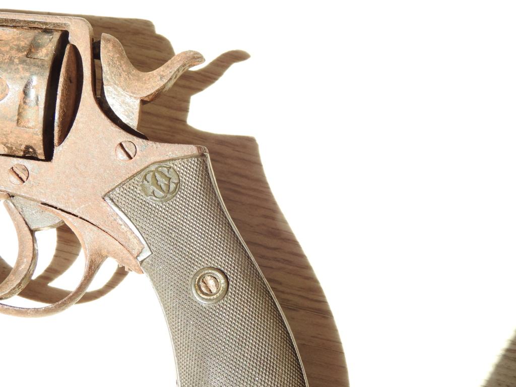 Identification d'un revolver Dscn4811