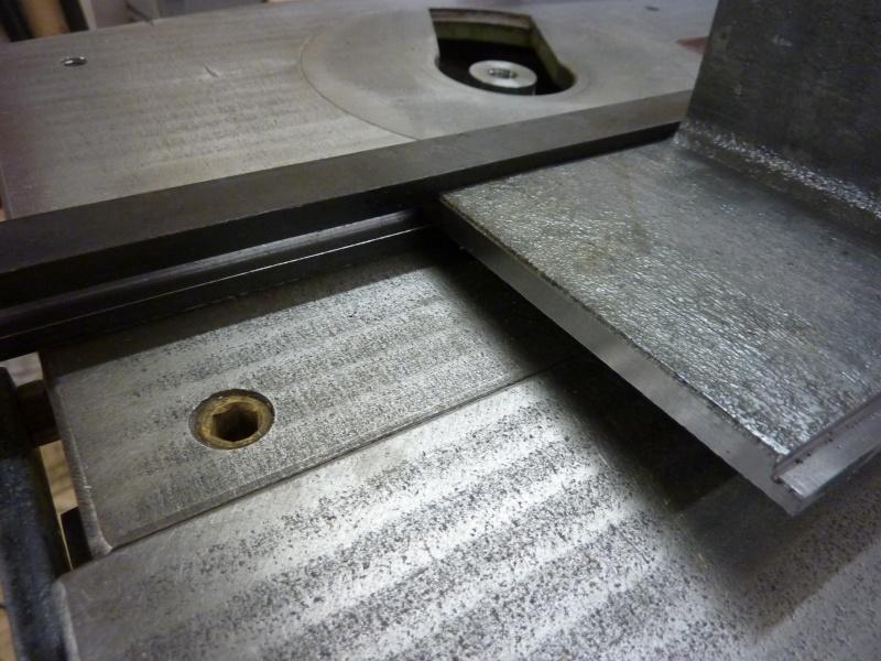 Fabrication d'une platine avec coulisses et vis-mère pour établi ! P1010640