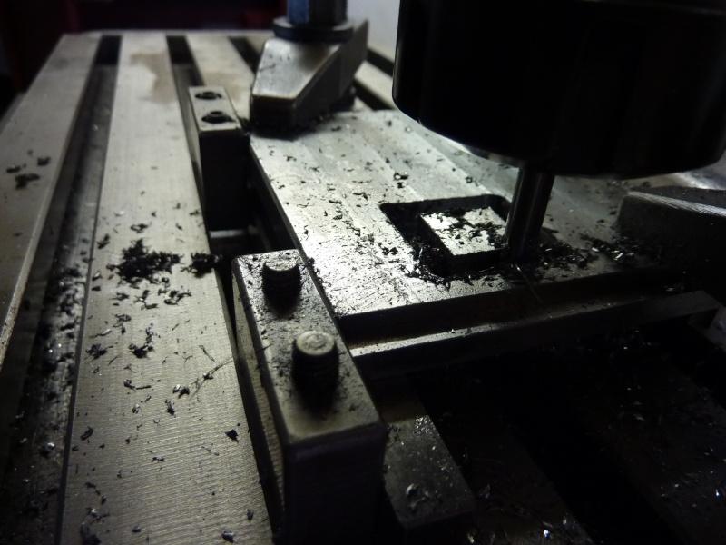 Fabrication d'une platine avec coulisses et vis-mère pour établi ! P1010654