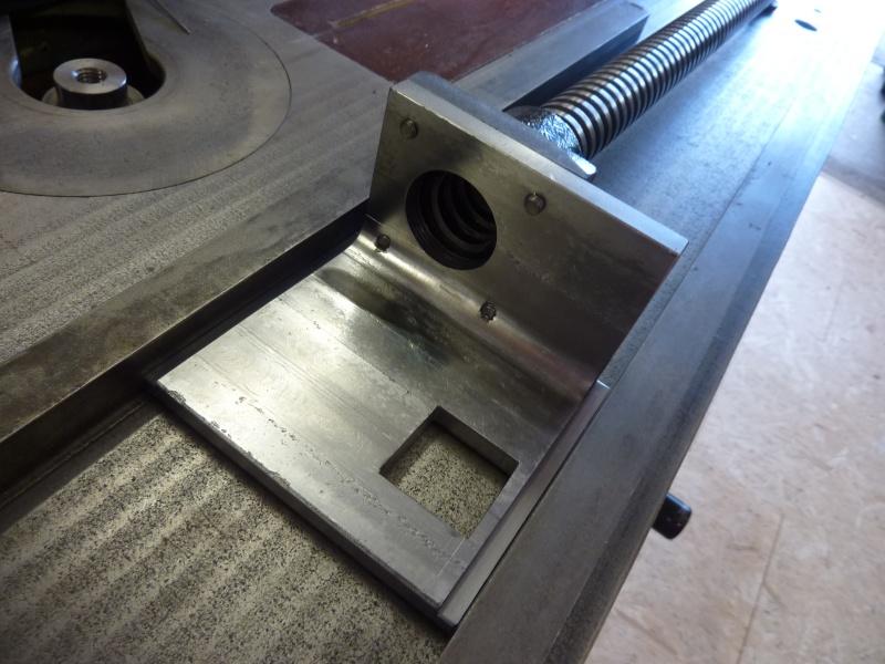 Fabrication d'une platine avec coulisses et vis-mère pour établi ! P1010657