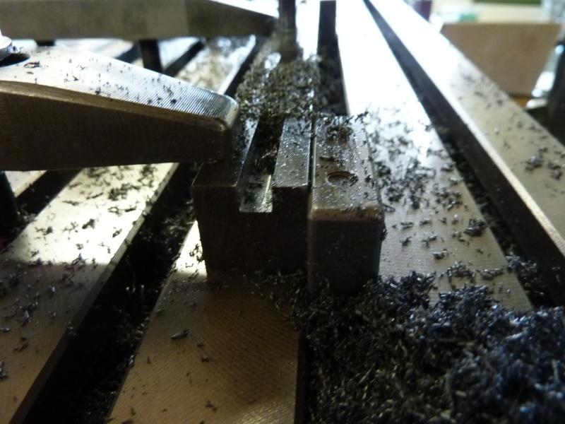 Fabrication d'une platine avec coulisses et vis-mère pour établi ! P1010717