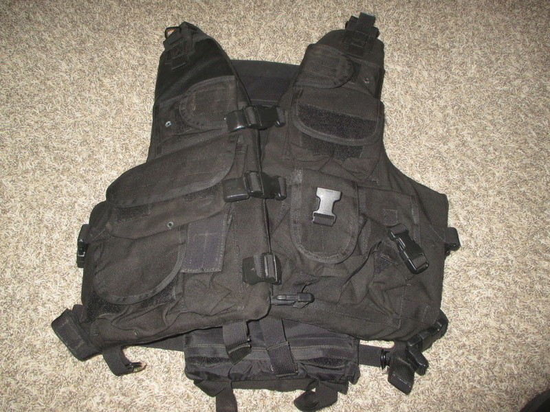 Tactical Flotation Vest - Black Img_0414