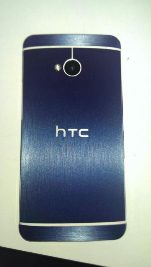 [PHOTOS] Stickers pour HTC ONE _exter11