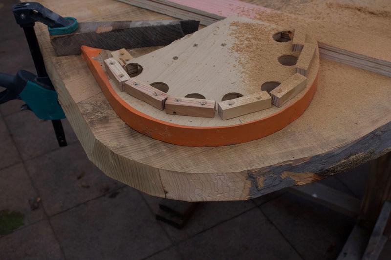 [Fabrication] Un habillage de cheminée en cèdre Arrond10