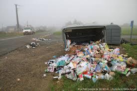 Toujours les poubelles, toujours la question de la propreté de la ville Poubel10
