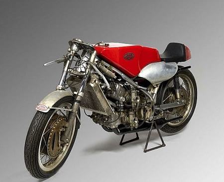 Les motos les plus moches de l'histoire ! (notre palmarès)  Jawa-m10