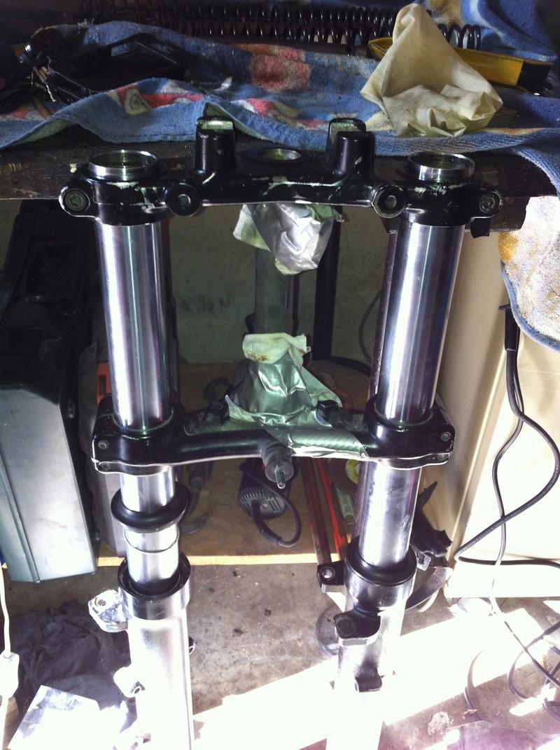 fourche R100R: dépose tubes plongeurs et fourreaux, comment faire ? - Page 2 Img_2920