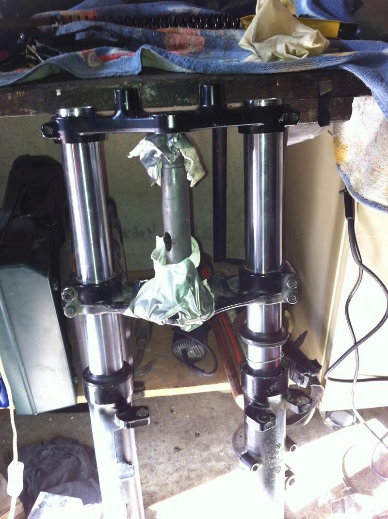fourche R100R: dépose tubes plongeurs et fourreaux, comment faire ? - Page 2 Img_2921