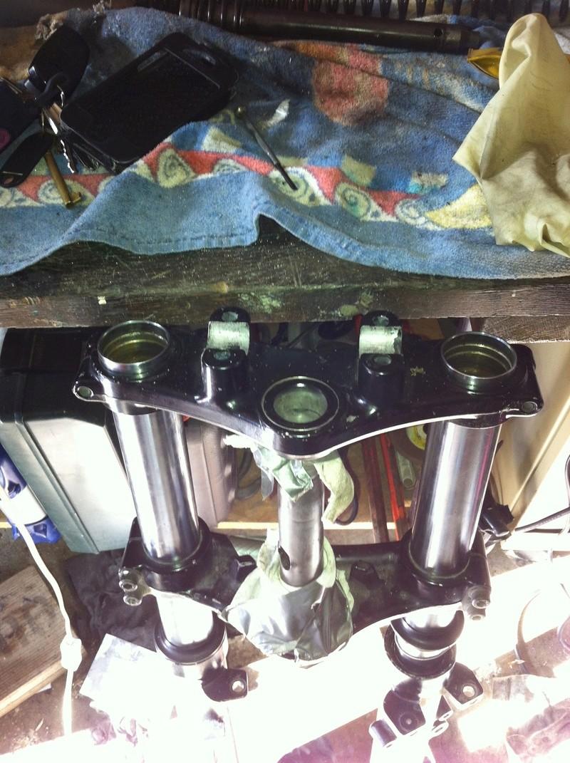 fourche R100R: dépose tubes plongeurs et fourreaux, comment faire ? - Page 2 Img_2922