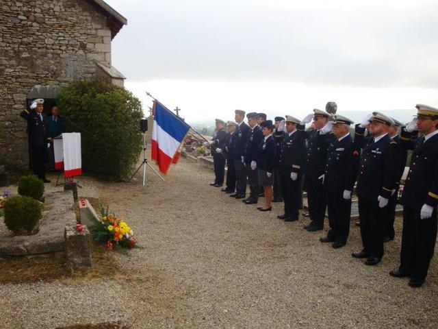 Hommage rendu au colonel Roland de La Poype 22 octobre 2016 dans le petit cimetière, au pied de la chapelle de Cozance à Trept en Isère Dsc03110